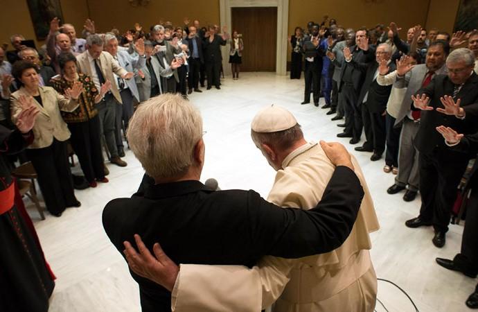 pope-francis-pentecostals-690x450